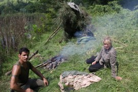 How to Build a Shelter and a Fire in the Jungle? Survival Hacks