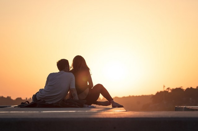 Why Dating during Summer Is Harder than Any Other Time of the Year